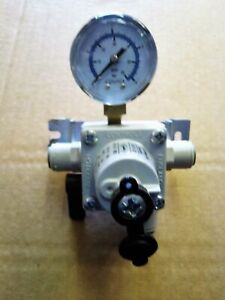 CORNELIUS SECONDARY CO2/MIXED GAS REGULATOR WITH J/GUEST FITTING