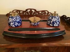RARE ANTIQUE VINTAGE ENGLISH WOOD BRASS & CERAMIC INK WELLS DESK SET PEN TRAYS