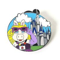 Miss Piggy Characters With Cinderella Castle Disney Pin