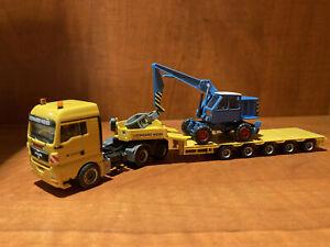 Camion MAN TGX porte engin avec excavateur T174 - 1/87