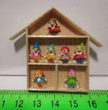 Figuras de arcilla a mano (7) en un marco de madera varios estilos de casa de muñecas en miniatura