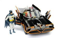 Batman 1966 Classic Batmobile 1:24 Modellauto