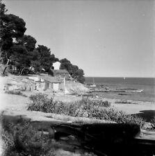 FAVIÈRES c. 1947 - Panorama Cabanes Plage Var - Négatif 6 X 6 - PROV 124