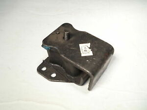 Right Side Engine Mount Fits Nissan 720    104-0837