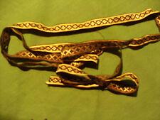 petite longueur de ruban galon noir et doré-jaune