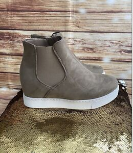 Bobbie Brooks  Faux Suede Leather Tan Ankle Booties White Sole Zip Up Size 8 NEW