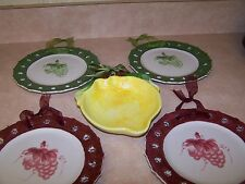FRUIT DECOR HANGING WALL PLATES IN GREEN AND MAROON GRAPES 8 INCHES ALL AROUND