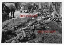 Rast deutsche Soldaten am Straßengraben Polen