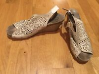 Womens Pikolinos Sage Leather Hippie Open Toe Wedge Sandals Size 42