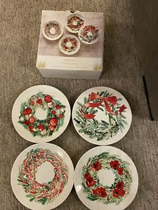 """Pier 1 Imports Christmas Wreaths Salad Plates Set of 4 Holiday w/ Box 8.5"""" New"""