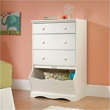 Pemberly Row 3 Drawer Chest in Soft White Finish