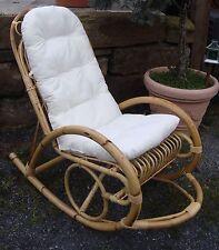 Stühle im Landhaus-Stil aus Rattan für die Terrasse