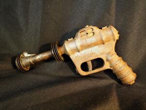 1946 BUCK ROGERS DAISY ATOMIC PISTOL SPACE TOY RAY POP GUN