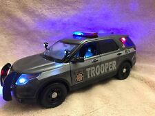 1/18 SCALE PA STATE POLICE NEW SCHEME FORD SUV DIECAST WITH WORKING LIGHTS/SIREN