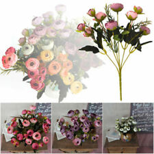 Fleurs, pétales et guirlandes roses pour le mariage
