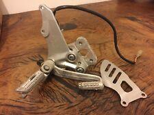 SUZUKI GSXR 600 750 K6 K7 06-07 RIGHT FRONT FOOTREST HANGER BRAKE LEVER FOOT PEG