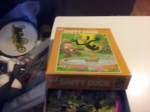 DAFFY DUCK, ELMER FUDD with gun  100 piece PUZZLE Whitman Looney Tunes 1975