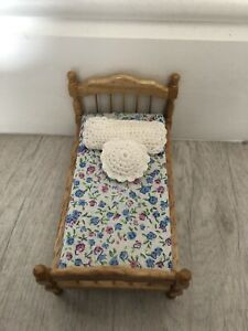 Dolls House Wooden Bed With Removable Mattress and Cushions