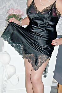 ABSOLUTELY STUNNING VINTAGE ULTRA GLOSSY BLACK SATIN LACY FULL SLIP. 42