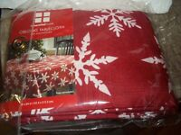 NEW OPEN PACKAGE RED SNOWFLAKE OBLONG TABLECLOTH 60 X 84 ESSENTIAL HOME