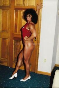 FEMALE BODYBUILDER 80's 90's FOUND PHOTO Color MUSCLE GIRL Original EN 16 7 D