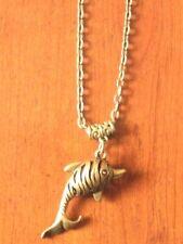 collier sautoir 61 cm avec pendentif dauphin ajouré couleur bronze