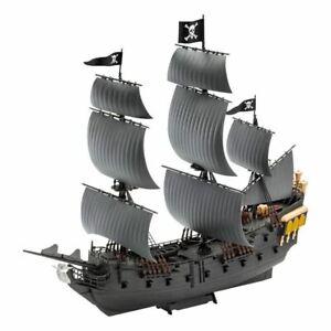 Pirates of The Caribbean Dead Men Tell No Tales Easy-Click Model Kit 1/150