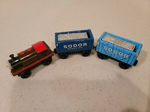 Thomas Wooden Railway Bertram With The Scrap Cars Complete! Good condition ka