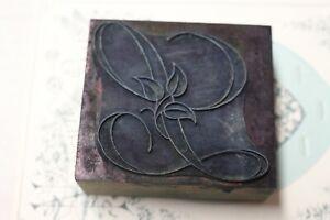 Rare ancien tampon en bois de brodeuse monogramme  L  Broderie
