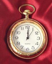 montre style ancienne métal couleur or rodié gravé finement quartz
