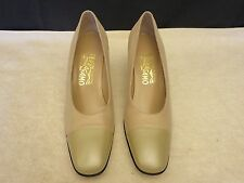Salvatore Ferragamo Boutique Medium High Heels Size 8 AA Beige Pebble Leather