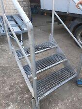 Stahltreppe Treppe 3 Stufen / Stufenbreite ca. 80/ Geschosshöhe 40-60cm verzinkt