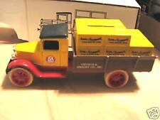 1990 ERTL (ARM & HAMMER)1931 HAWKEYE CRATE BANK. NIB