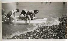 PHOTO ANCIENNE - VINTAGE SNAPSHOT - BATEAU CANOË RAME MER FEMME - SEA BOAT KAYAK