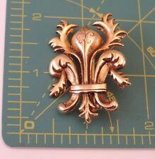 Vintage WM Arrows stamp Fancy Fleur de Lis gold Plated Brooch Pin o 25