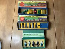 More details for hornby o gauge 3 boxes of railway accessories luggage & truck milk churns figure
