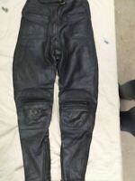 "BLACK LEATHER LADIES MOTORCYCLE TROUSERS,SIZE 28"" WAIST,28""INNER LEG,SOFT ARMOUR"