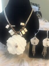 Mother of Pearl Island Vibe Necklace & earring set  Ivory Flower Avon New
