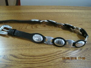 TONY LAMA BELT LADIES Black Leather with Etched Silver Tone Oval Discs Small