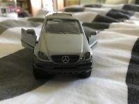 Mercedes ML320 Spielzeug Auto 1/32 1998 Sammlerstück