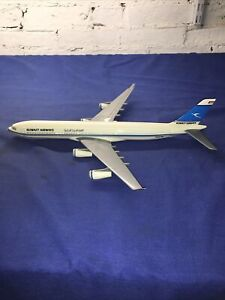 Kuwait Airways Boing 747 1:200 SCALE, Snap-fit