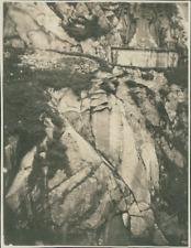 Suisse, Croix sculpté dans la montagne sur la route de St Gothard Vintage silver
