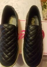 Candie's shoes for womens. Size 6. Black color. Retail price $54.