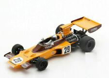 Voitures de sport miniatures oranges 1:43