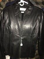 Jones New York- ladies XL black leather jacket- Full-Zip, EXCELLENT CONDITION!