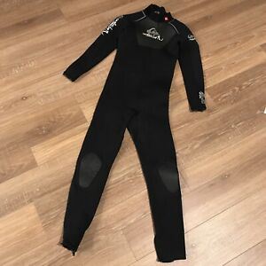 Quiksilver Childs Full Wetsuit Kids Youth Size 12 Syncro 3/2 Black