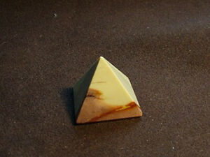 Mookaite Pyramid 25 x 25 mm (UK based crystal shop, stock & shipping)