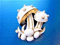 VINTAGE CROWN TRIFARI 1960s WHITE ENAMEL MUSHROOM CABOCHON  BROOCH PIN ~ L39