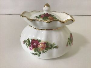 Royal Albert Old Country Roses Lidded Dorothy Pot / England / Mint Condition