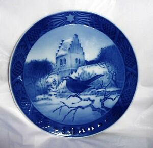 1966 Royal Copenhagen Denmark Blackbird at Christmas Time Plate